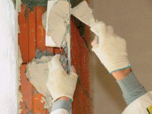 Основание избавляют от дефектов, поверхность ровняют.