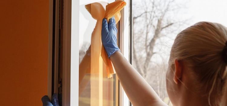 Чем очистить пластиковое окно от скотча