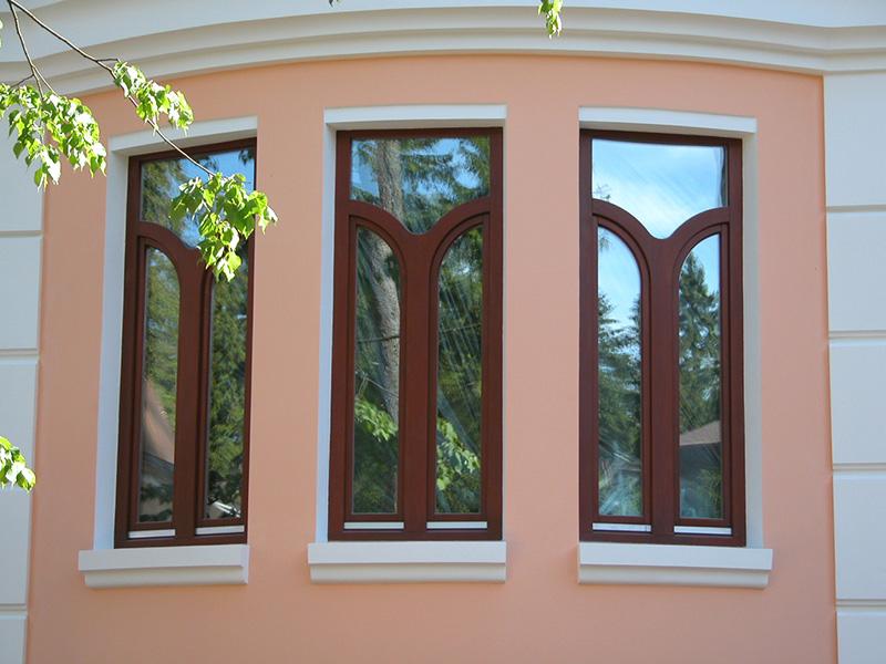 Из какого дерева делают окна красное дерево