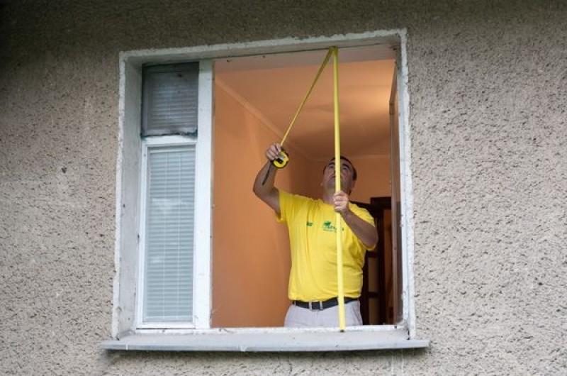 Как замерить окно для установки при прямом проеме